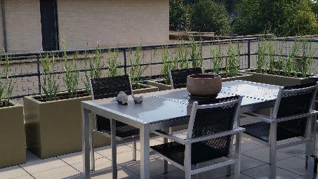 Polyester plantenbakken in ral kleur 7002.