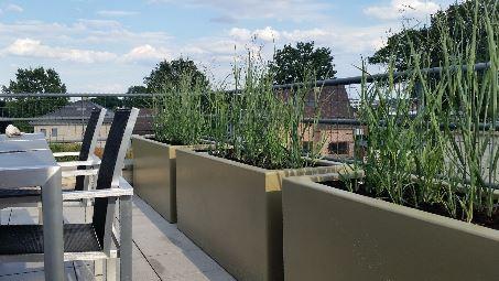 Polyester plantenbak 150x50x60 cm in ral kleur 7002.