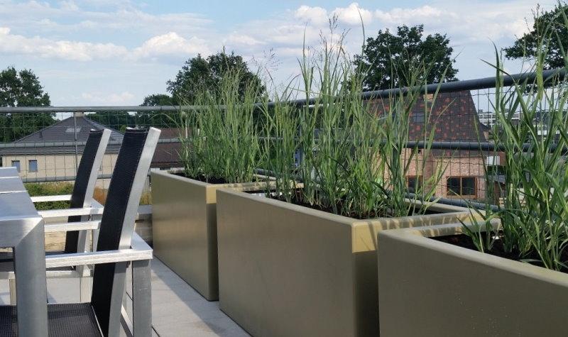 Groene kunststof plantenbakken