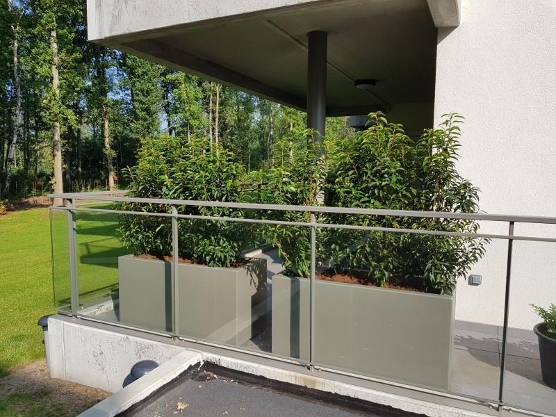 Plantenbak op je balkon; kies je eigen kleur