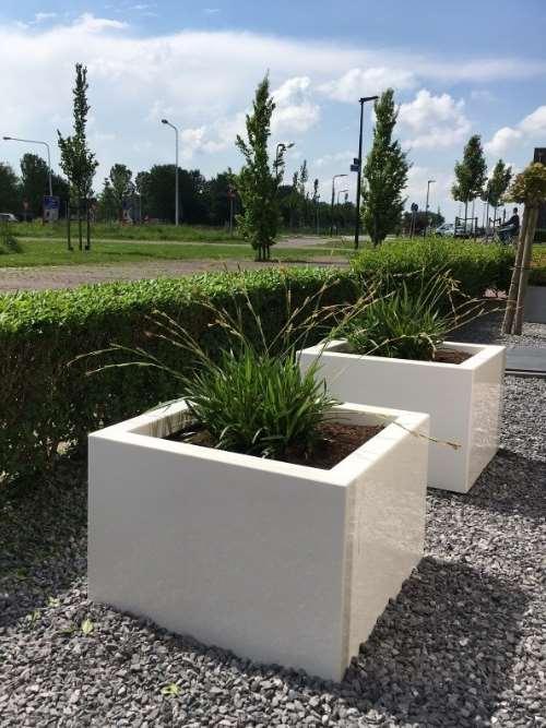 Polyester plantenbak 60x60x60 cm hoogglans wit.
