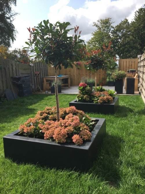 Polyester plantenbakken 120x120x40 cm.