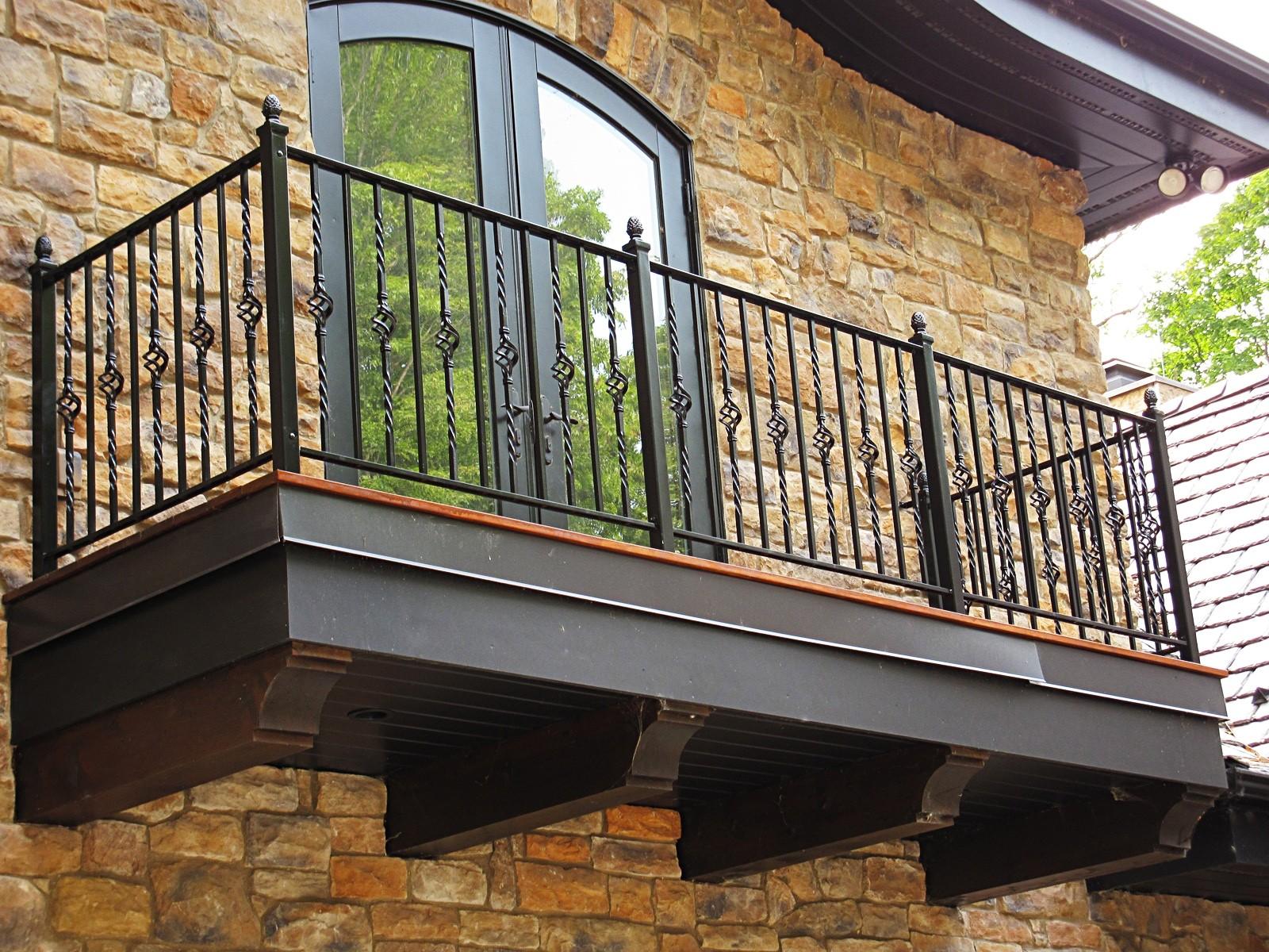 Bloembakken Voor Balkon.Kan Een Polyester Plantenbak Aan Een Balkon Hangen