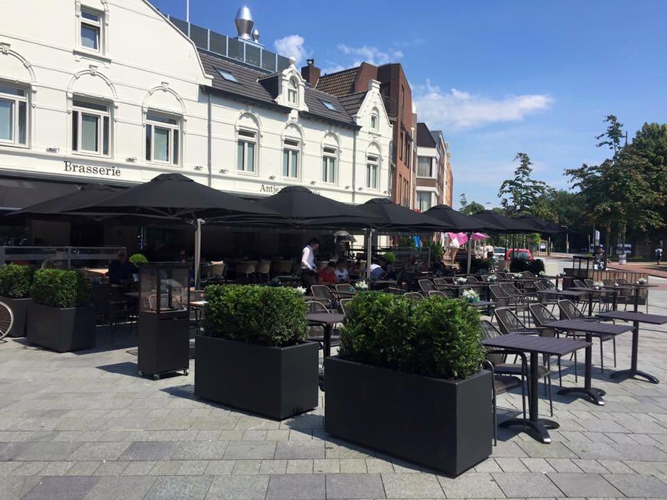 Polyester plantenbakken 120x50x60 cm geleverd bij een Brasserie in Weert