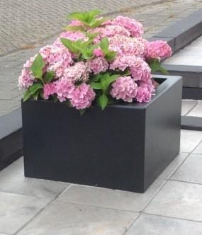 bloemen in polyester plantenbak